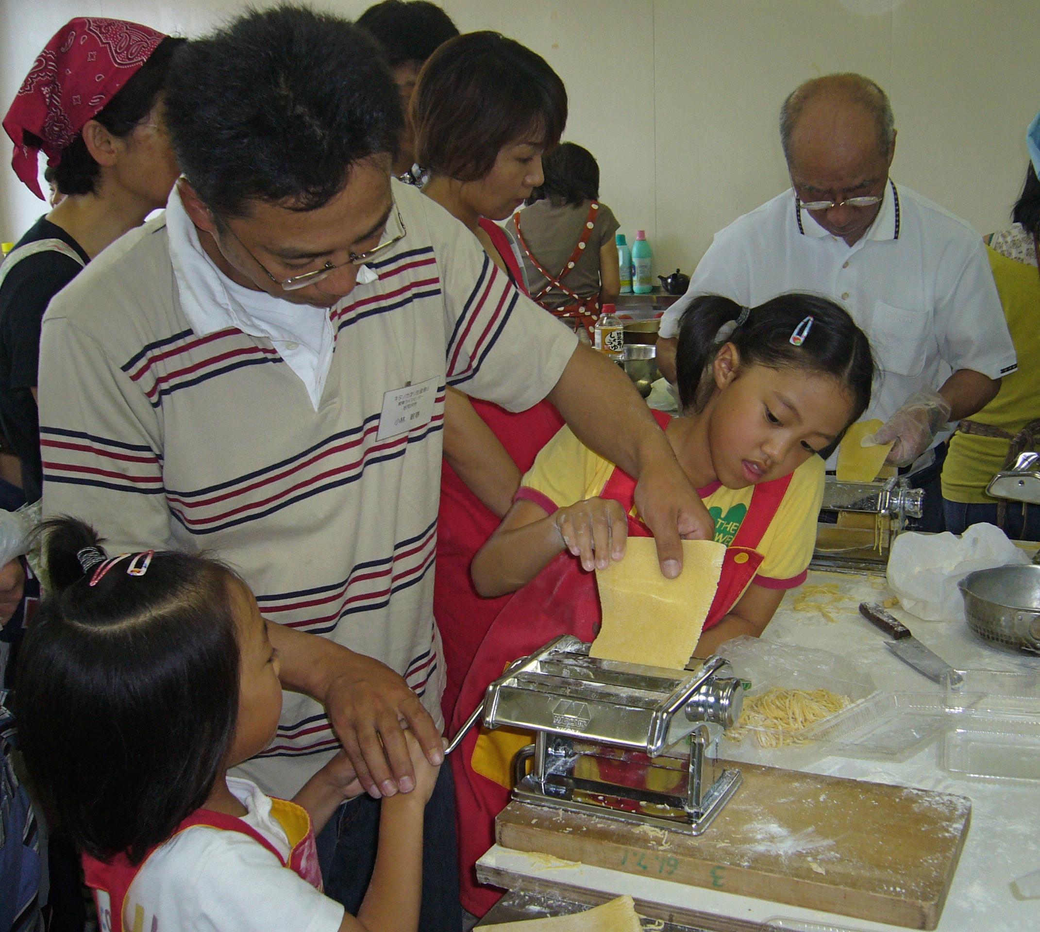 2008年岩見沢産地交流ツアーで地元の粉でパスタ作り22